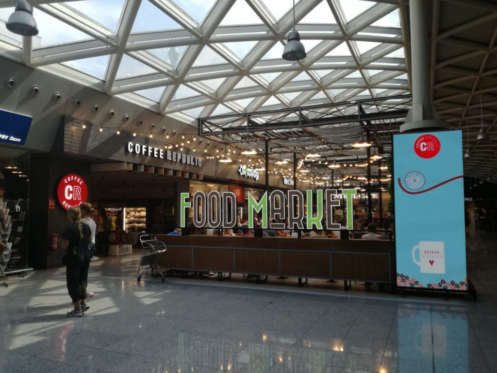 Eat Out Group abre un nuevo Food Market